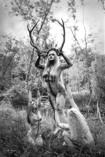 Aktshooting drei Frauen im Wald