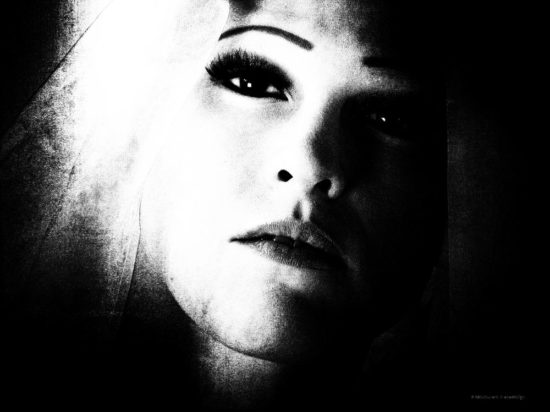Fotoshooting Frau Porträt schwarz weiß