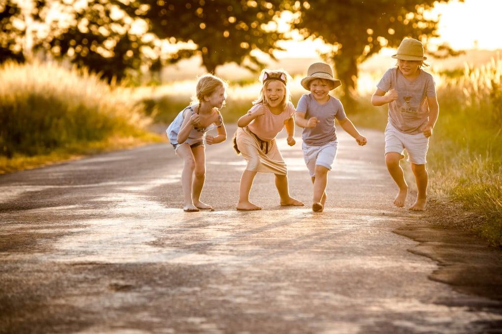 Fotos von pann- - Kinder auf Straße