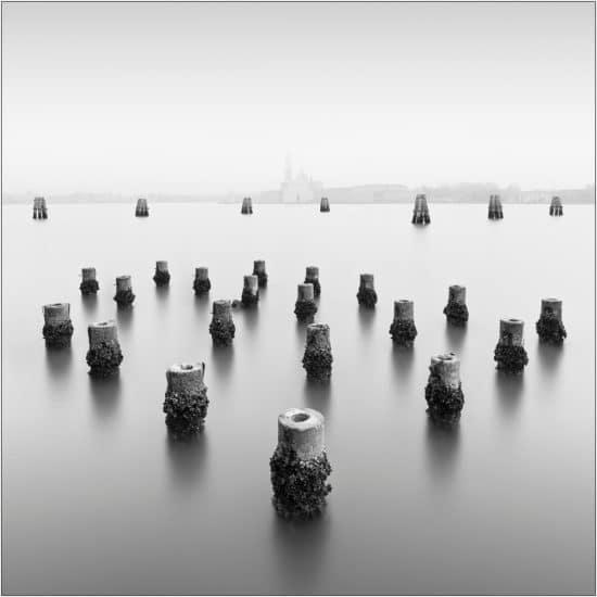 Italiens Nebel in schwarz weiß