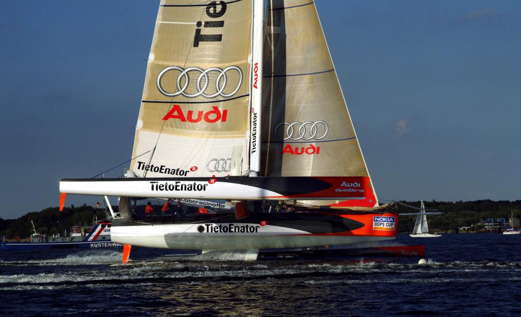 Die TietoEnator Audi: Der Mittelrumpf hebt sich aus dem Wasser