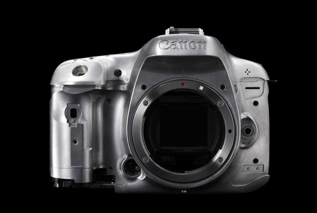 Das Gehäuse der EOS 7D II besteht aus drei Teilen und wird aus einer Magnesiumlegierung gefertigt (Foto: Canon)