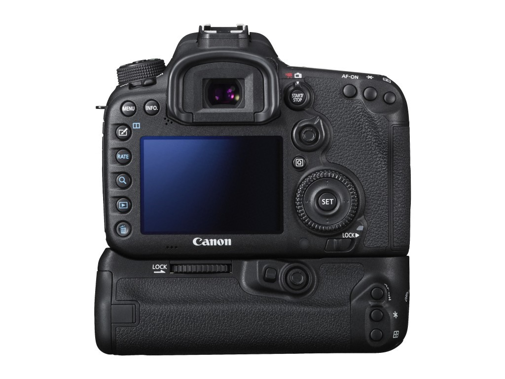 EOS 7D Mark II EF-S18-135 STM Battery grip Back