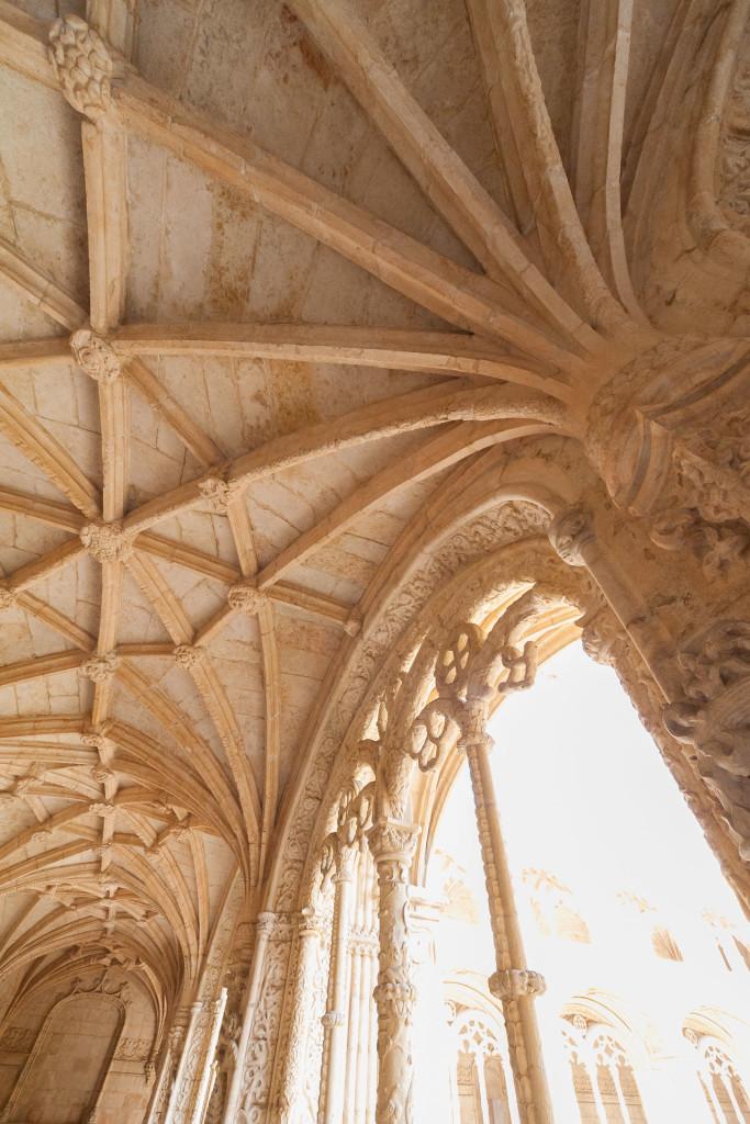 Architektur in der lichtabgewandten Seite