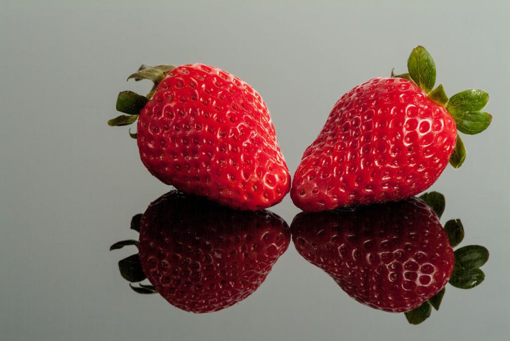 Erdbeeren, Spiegelung mit Plexiglas – 1