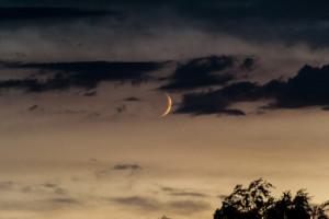 Mond und Wolken im Zusammelspiel – 2