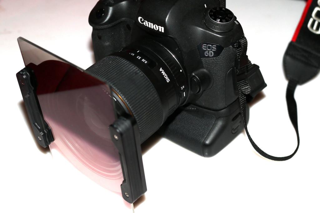 Kamera mit eingesetztem Grauverlaufsfilter