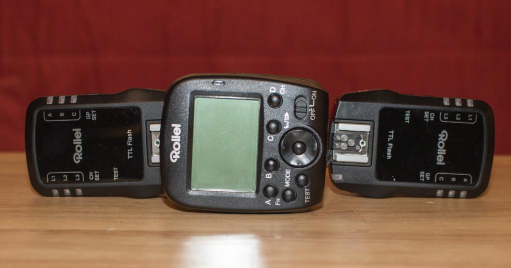 Das Funkset von Rollei ist kompatibel zu Canon und Nikon gleichzeitig, überträgt alle Funktionen und lässt umfangreiche Gruppenaufteilungen zu