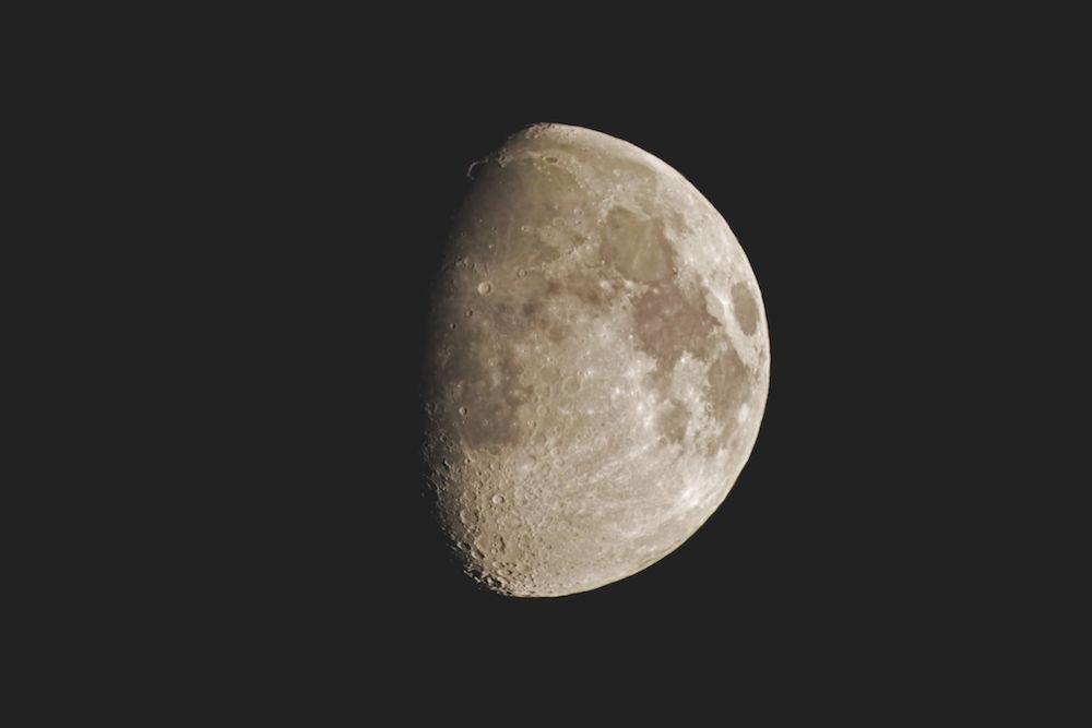 """Objekt: Mond; Belichtung: nicht verfügbar; Optik: TS 8"""" Fotonewton; Kamera: Canon EOS 400 D; Montierung: EQU-6 Skyscan; Bildbearbeitung: Photoshop CS 3. Fotograf: Bernd Weinzierl"""