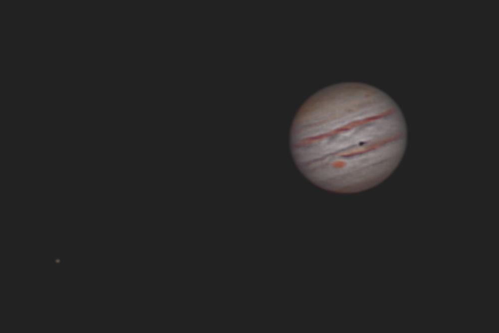 """Objekt:Jupiter mit der DSLR; Belichtung: 30s-Video aufgenommen mit Eos-Rec mit 3fach-Zoom; Optik: 10"""" Skywatcher Netwon mit 1,5-fach-Barlow-Linse; Kamera: Canon 450; Montierung: Losmandy G11 – FS-2; Bildbearbeitung: Auto-Stakkert, Registax 6, Photoshop CS5. Fotograf: Bernd Weinzierl"""