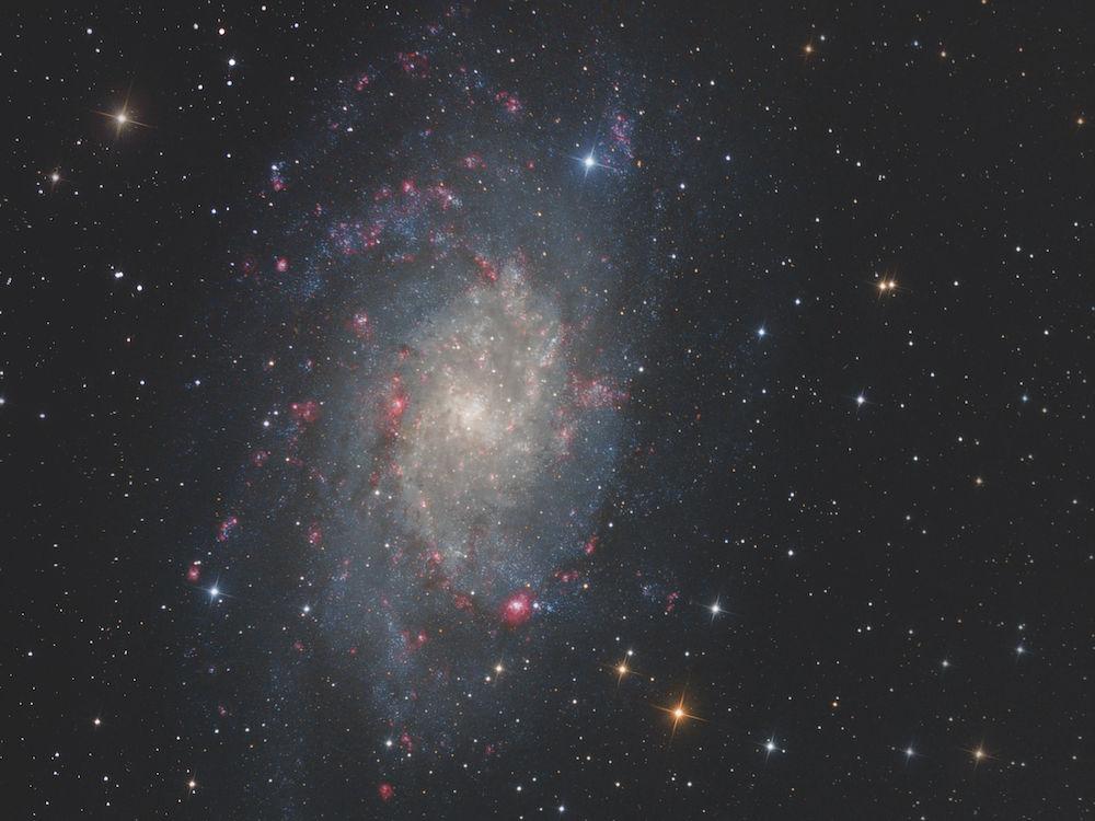 "M33: Objekt: Messier 33, die Triangulum Galaxie Belichtung: 10*10 min L, 5*10 min Ha, je 10*5 min RGB Binning 2*2 Optik: TS 8"" Fotonewton Kamera: Moravian G 8300 FW bei -20 °C Montierung: Losmandy G11 – FS-2 Bildbearbeitung: CCDStack, Photoshop CS3. Fotograf: Bern Weinzierl"