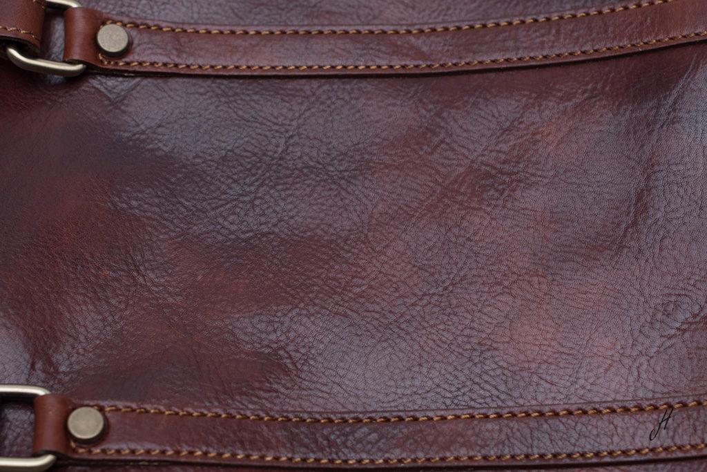 farbsaettigung-ledertasche