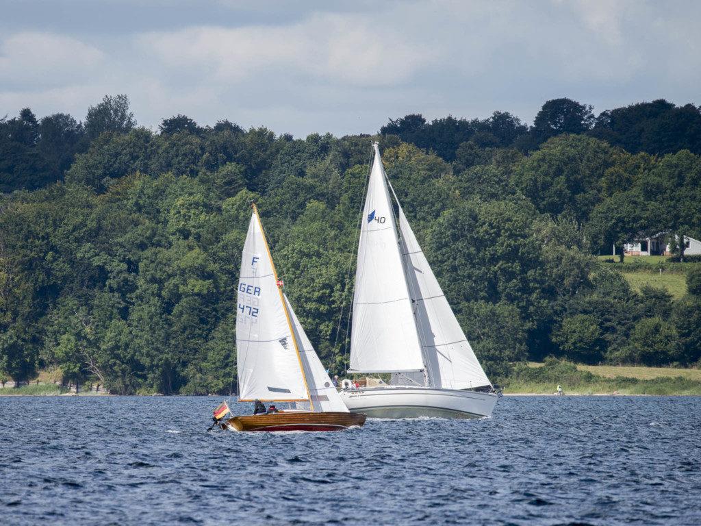 Segelschiffe_auf_dem_See_Tele
