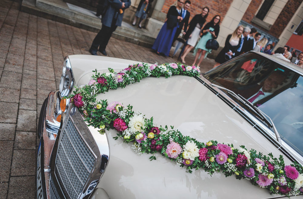 Detailaufnahme Auto bei Hochzeitsfotografie