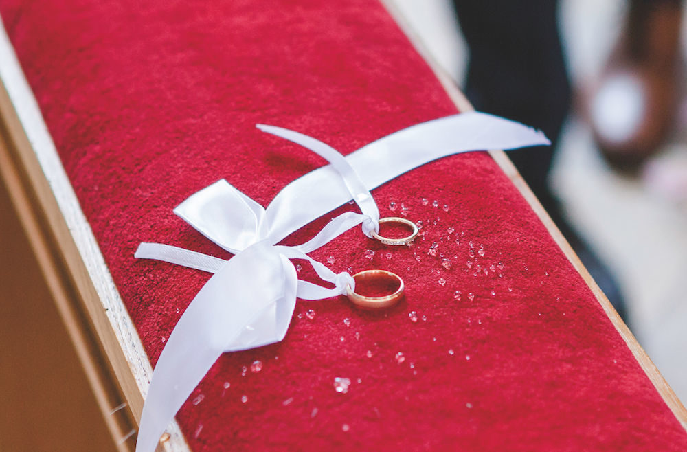Detailaufnahme Trauringe bei Hochzeitsfotografie
