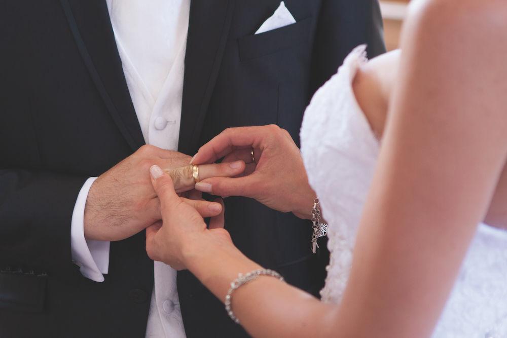 Hochzeit fotografieren: Nahaufnahme Ringtausch