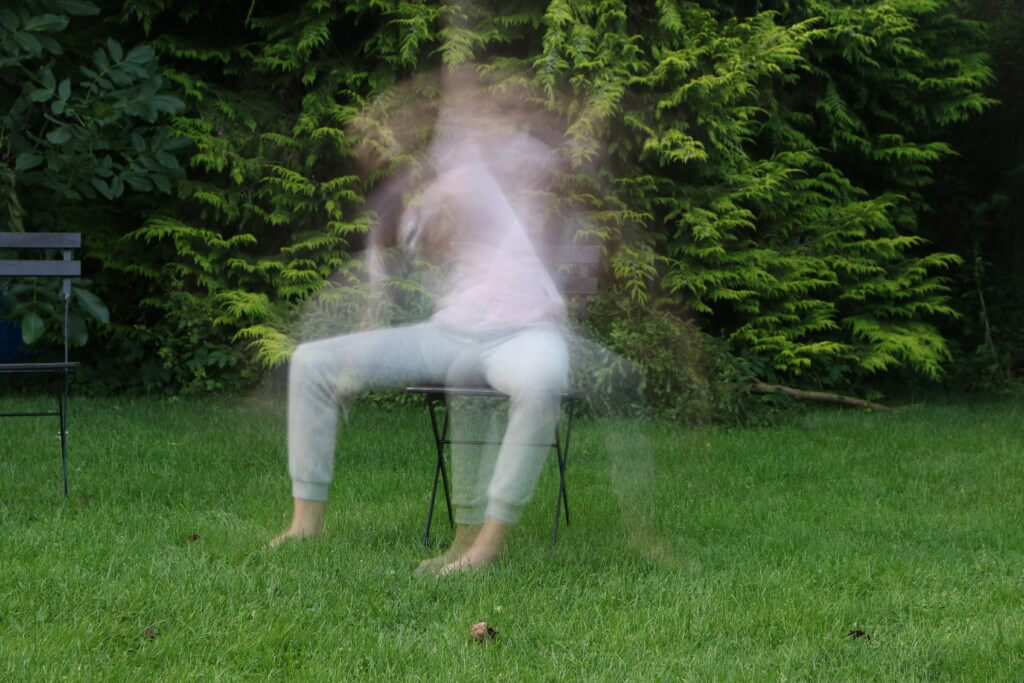 Eine sitzende Person wirst Du auch mit sehr langer Belichtungszeit nicht unsichtbar machen können. Sie verliert aber an bildlicher Relevanz. 4 Sek. | f/8 | ISO 100 | Filter: Rollei ND 64