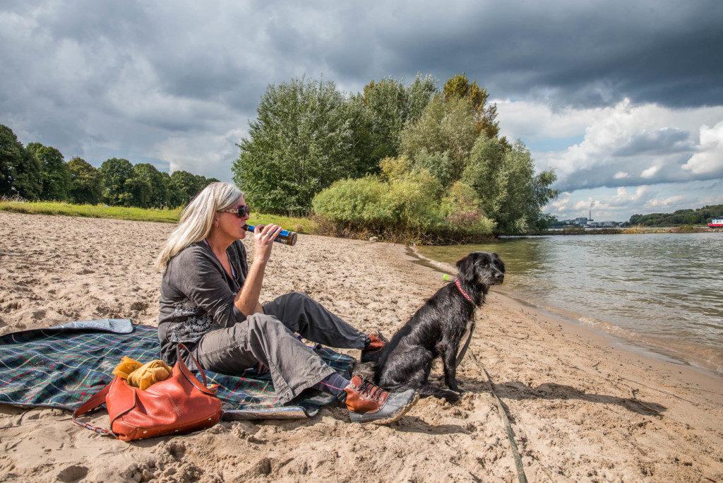 Pausen - Nicht nur für den Hund ein Muss, Prost! Nikon D810 | SIGMA 24-70mm f/2.8 | 1/3.000 | f/2.8| ISO 1.000 |