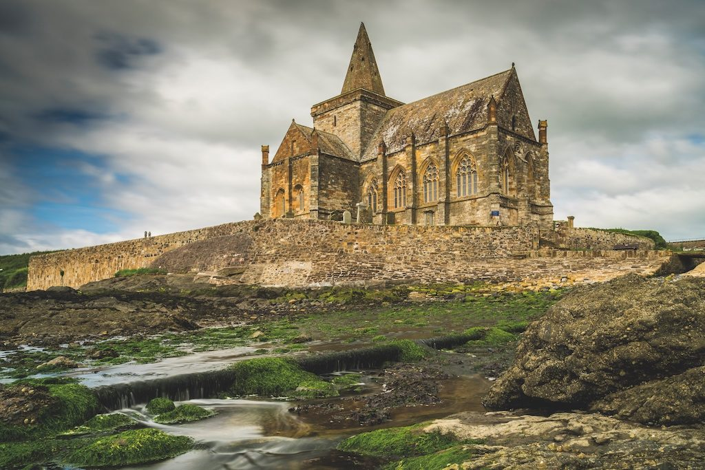 Kirche und Küste