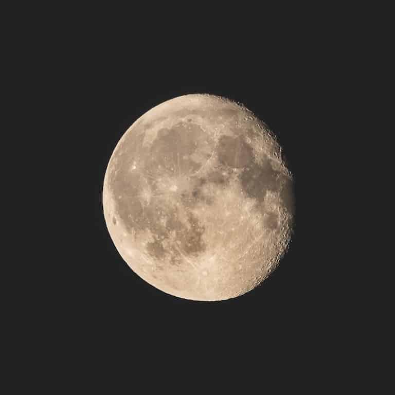 Mond ganz nah