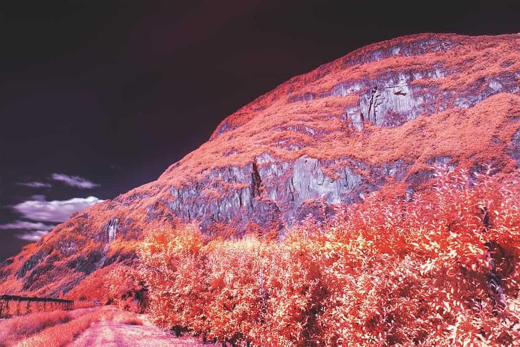 Rote Berge mit Infrarotfotografie