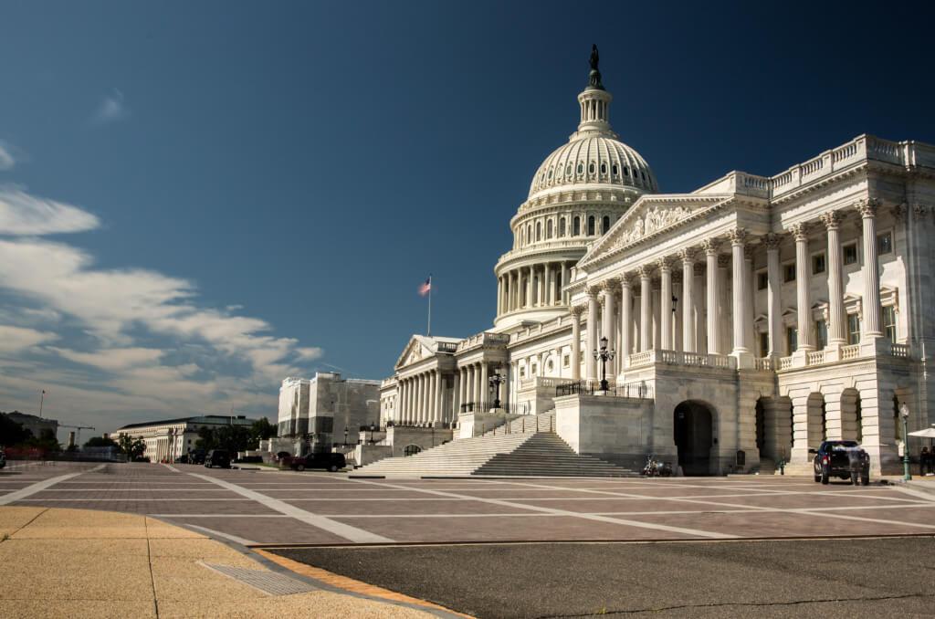 Gelungenes Bild des Kapitols, dank des Graufilters, fast ohne Menschen
