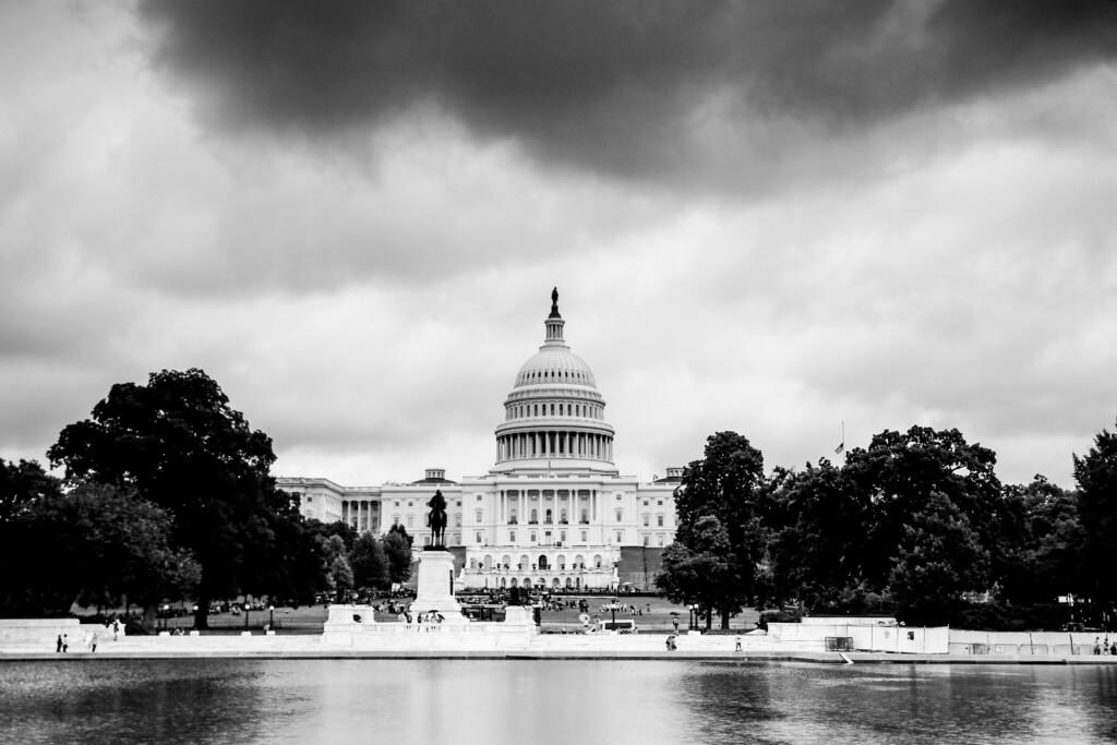Das Kapitol in Washington mit dem einem weicheren Grauverlauf