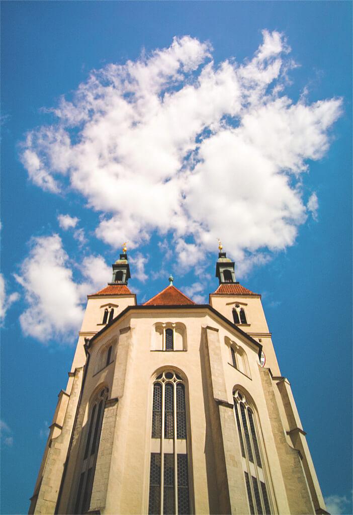 Wolke über Kirche in Regensburg