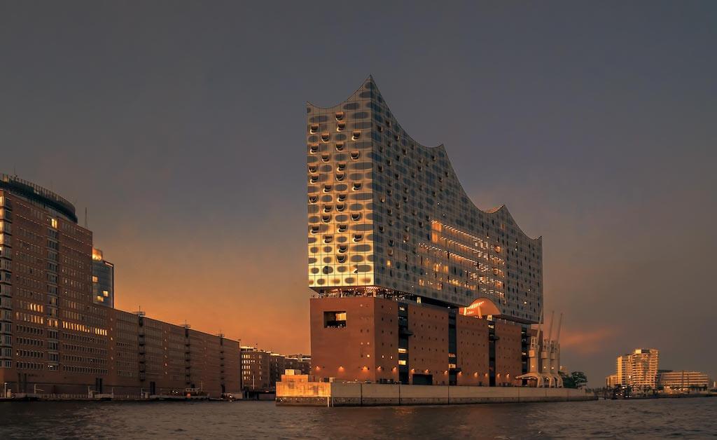 Die Sehenswürdigkeit Elbphilharmonie in Hamburg fotografieren