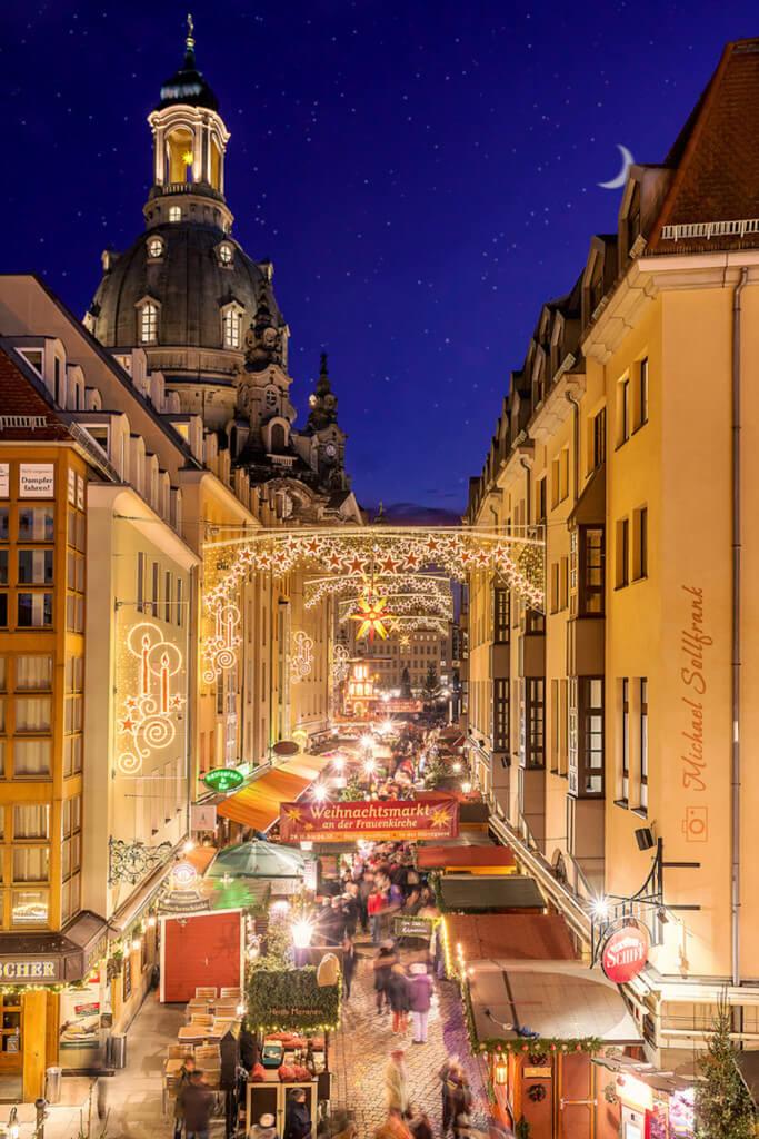 Motiv: Lichterketten in der Stadt auf dem Weihnachtsmarkt fotografieren