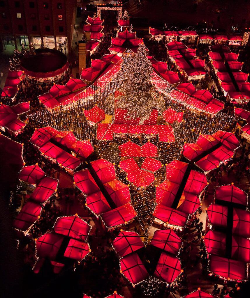 Kölner Weihnachtsmarkt von oben fotografiert