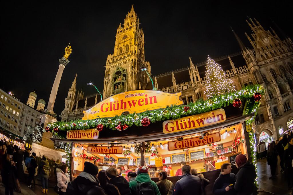 Glühweinstand: Typisches Fotomotiv auf Weihnachtsmärkten