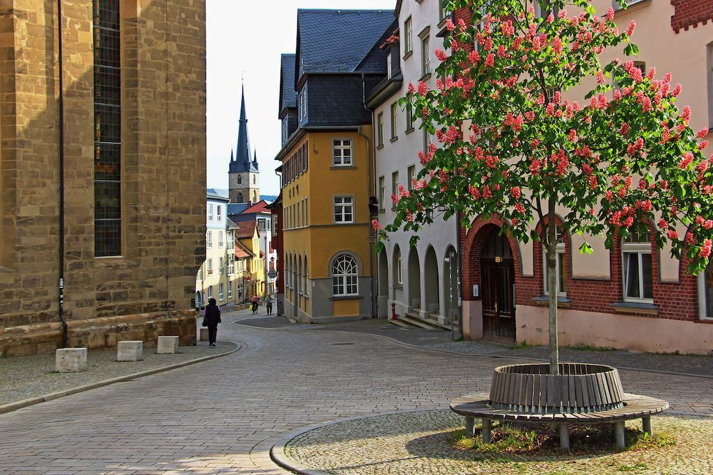 Der Münzplatz mit Blick auf die Johanneskirche in Saalfeld