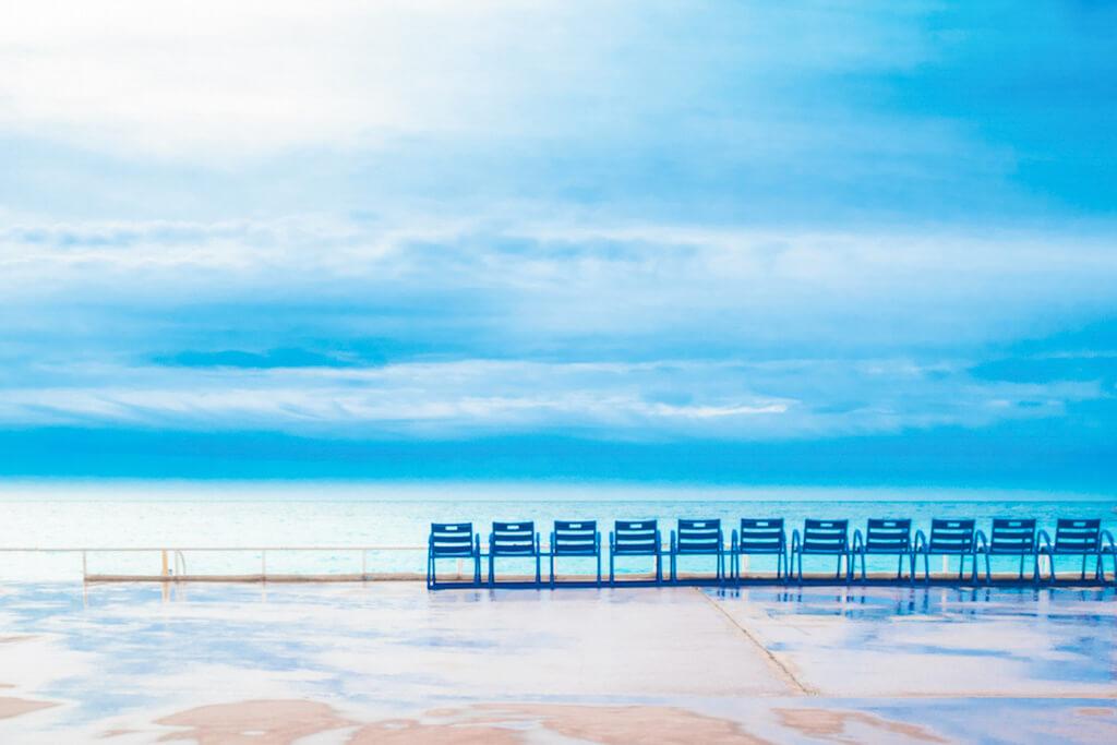 Die blauen Stühle in Nizza