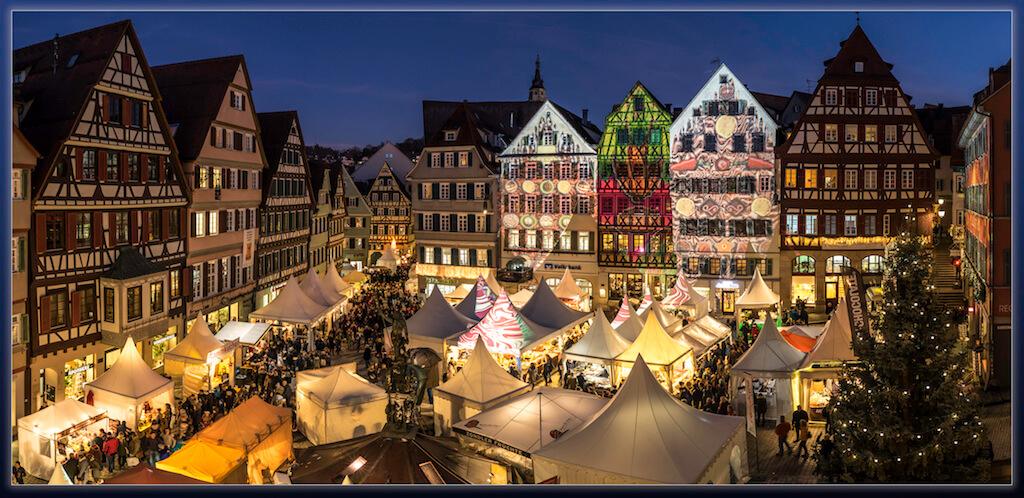Schokoladenmarkt auf dem Marktplatz in Tübingen fotografieren