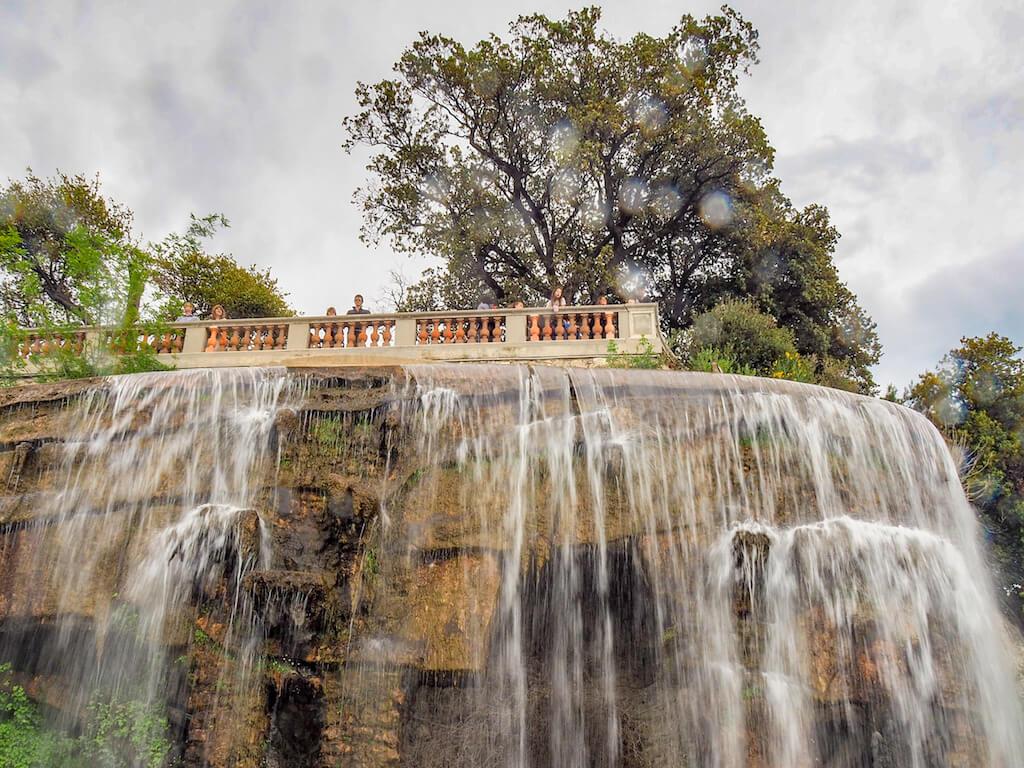 Sehenswürdigkeit in Nizza: Wasserfälle auf dem Schloßberg
