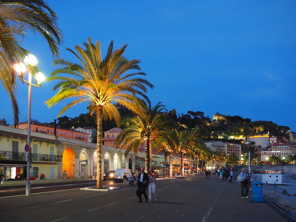 Nizzas Promenade: Ein Wahrzeichen, welches gerne fotografiert wird
