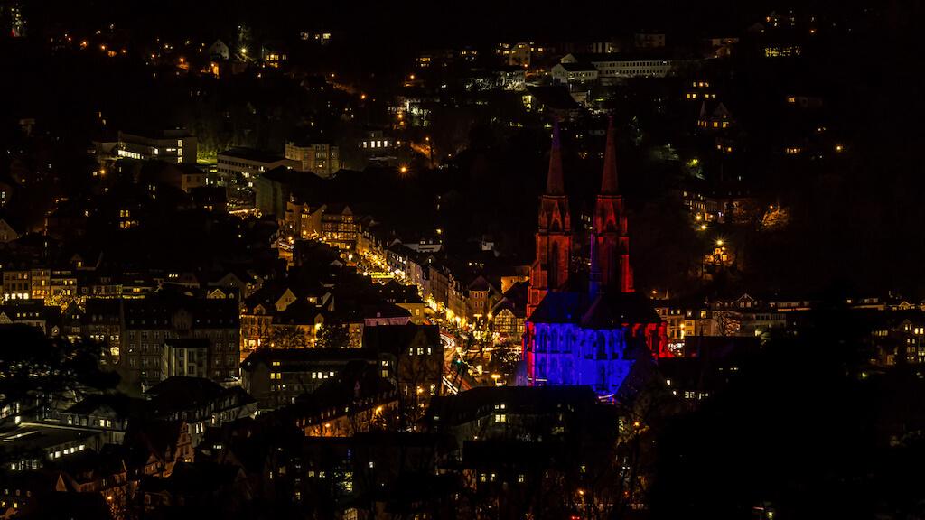 Blick vom Spiegelslustturm auf die Elisabethkirche in Marburg