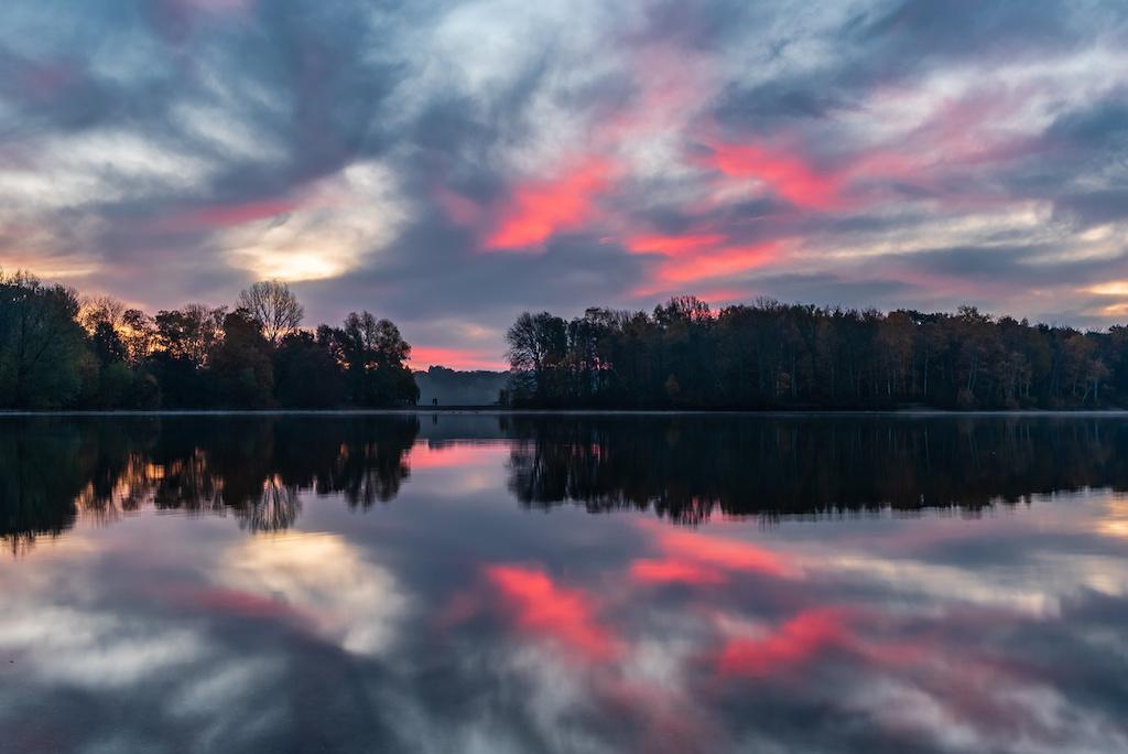 Sonnenaufgang an der Sechs-Seen-Platte in Duisburg