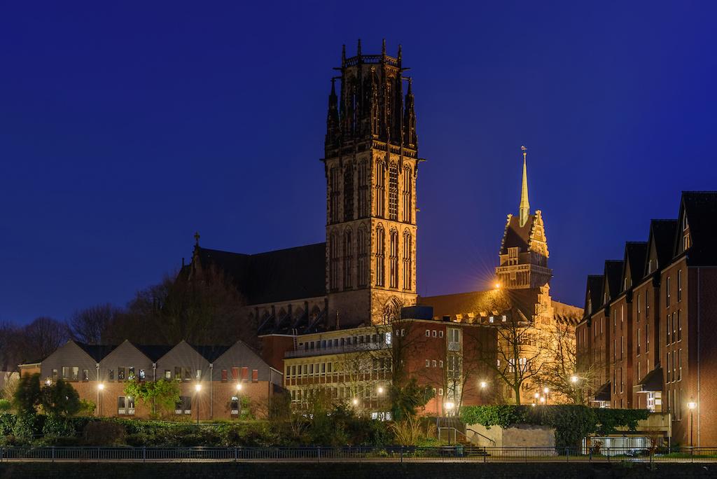 Salvatorkirche und Rathaus in Duisburg fotografieren