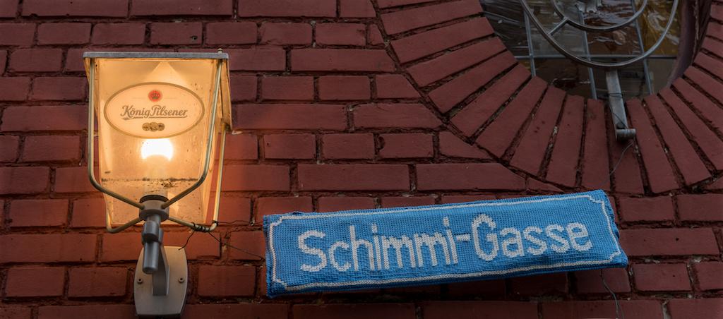 """Sehenswürdigkeit """"Schimmi-Gasse"""" in Duisburg fotografieren"""