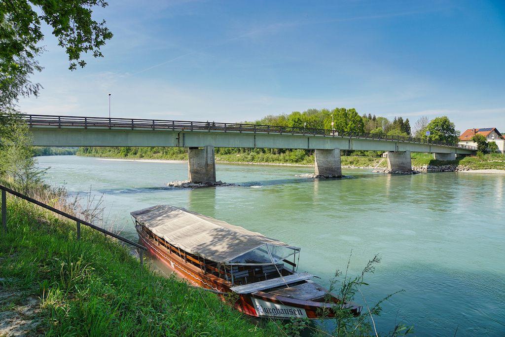Ufer der Salzach in Burghausen fotografieren