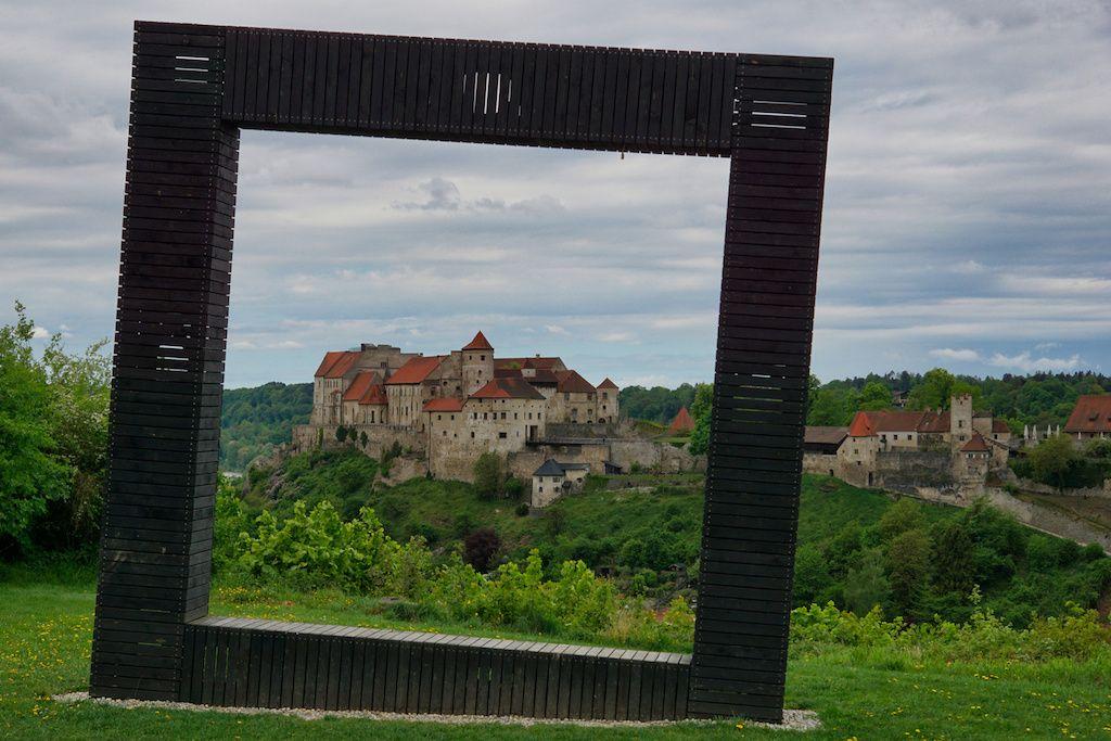 Eingerahmte Lanschaft in Burghausen