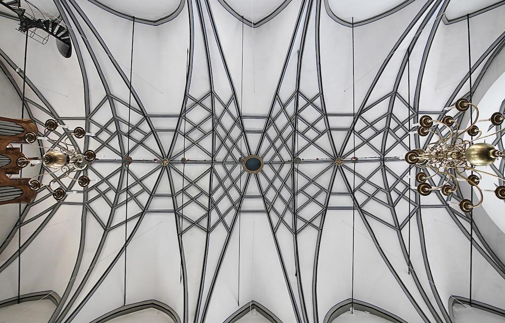 Blick nach oben in der Jesuitenkirche