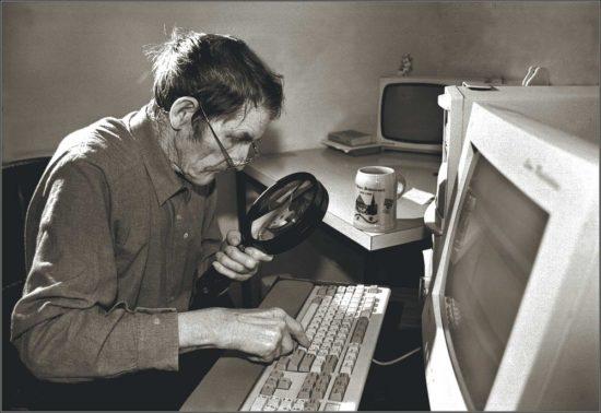 Ein mann am Computer