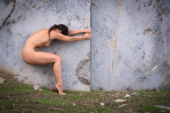 Aktshooting Frau am Felsen