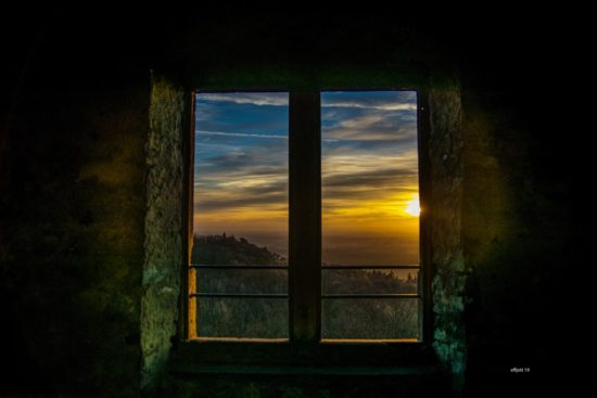 Blick aus den Fenster der Burgruine Frankenstein in Darmstadt-Eberstadt