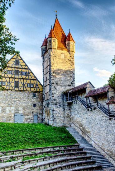 Stöberleinsturm mit Stadtmauer in Rothenburg ob der Tauber