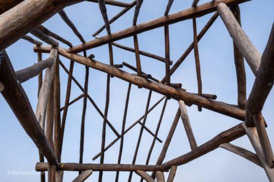 Offene Holzdachkonstruktion am Aussichtsplatz in Marbach