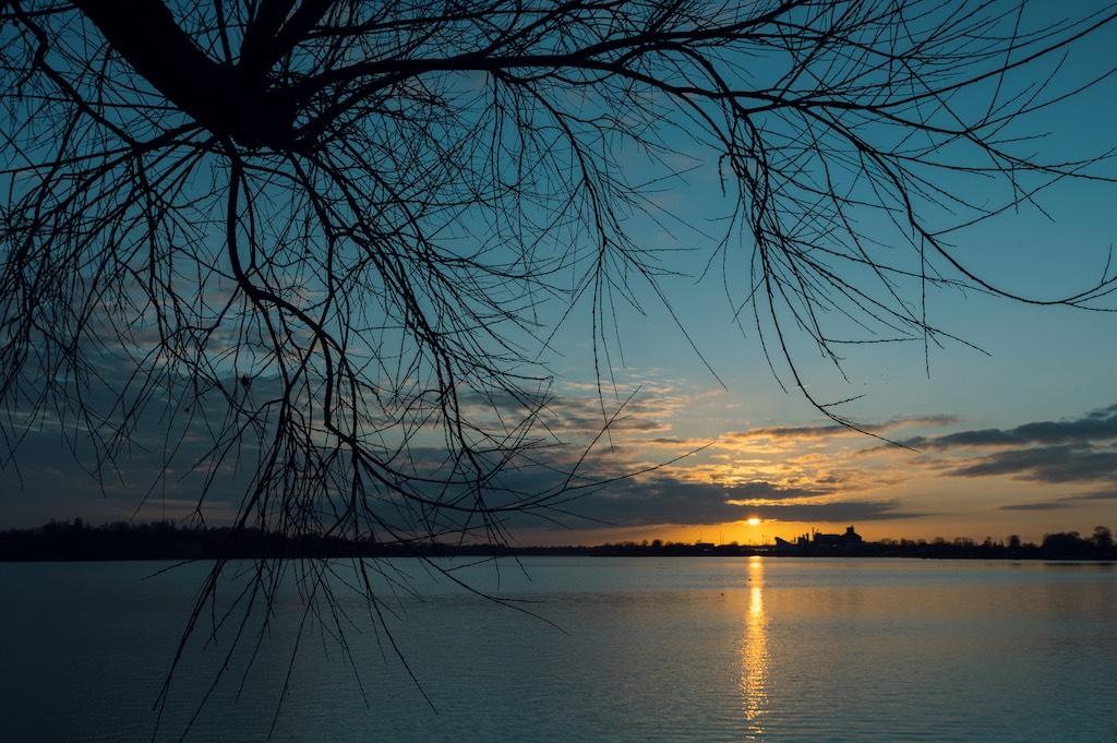 Banter See in Wilhelmshaven bei Sonnenuntergang